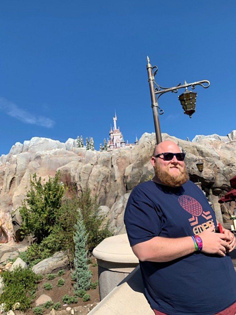 美國男子哲瑞曾經一度胖到195公斤,為搭雲霄飛車瘦下86公斤。圖/People.com