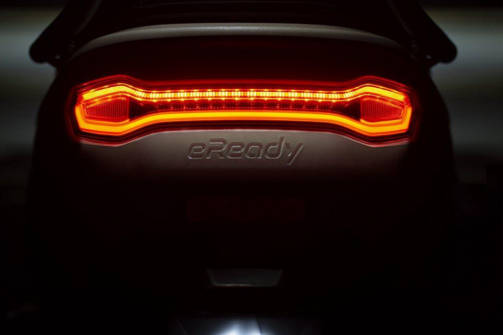 eReady智慧雙輪在廠內增加了一道「IR阻抗工程機能檢測」,也就是電動車的電池...
