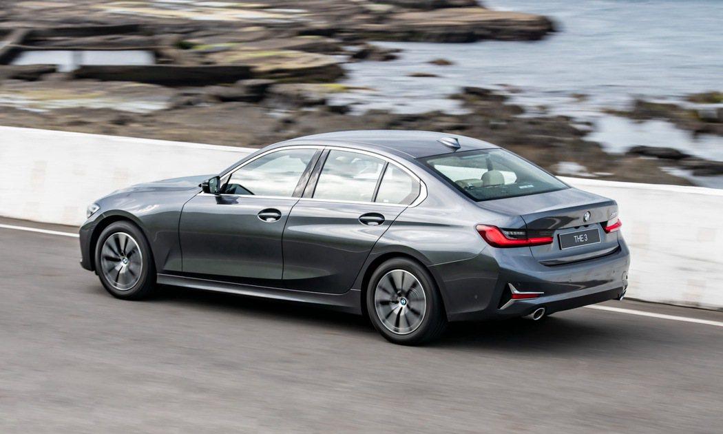 BMW 318i Luxury搭載更為進化的2.0L TwinPower Tur...