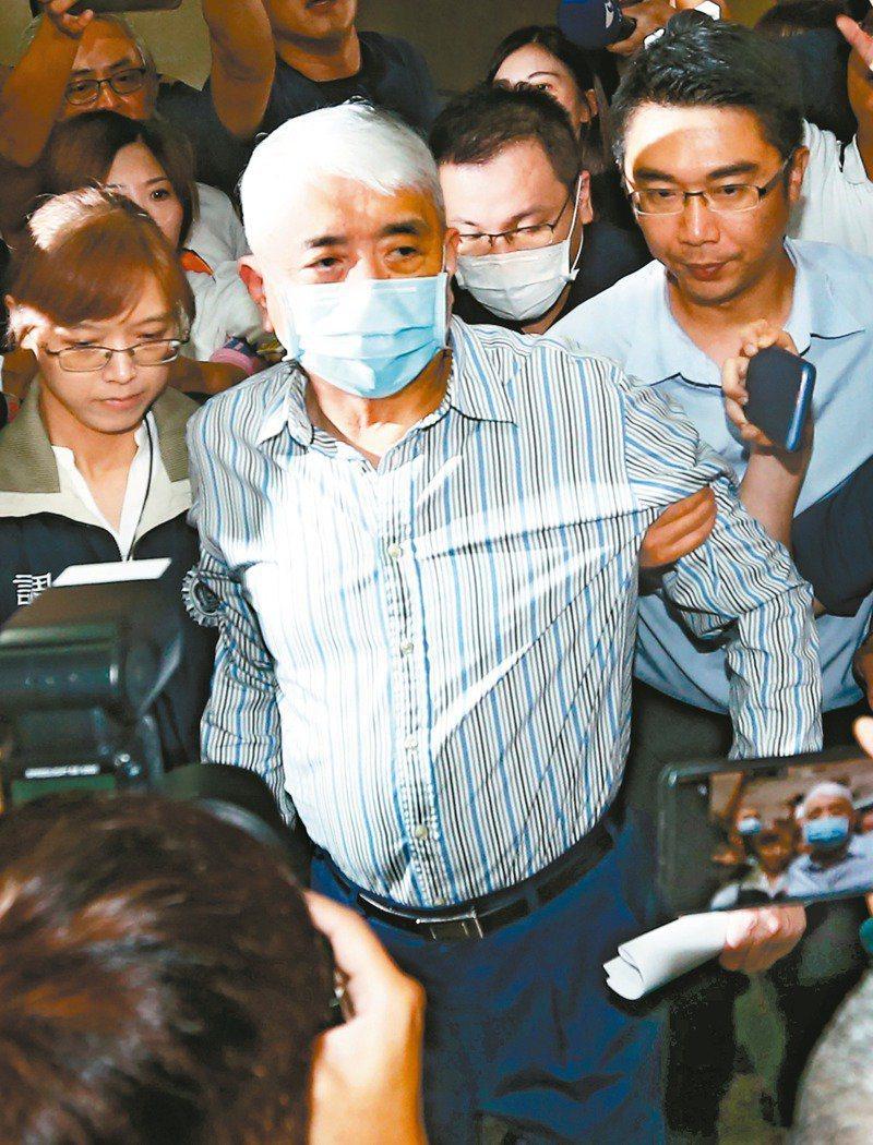 太流公司前負責人李恆隆(中)涉賄賂多名前後任立委,被裁定羈押禁見。圖/本報資料照片