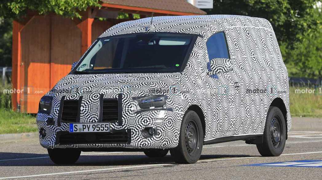 大改款Mercedes-Benz Citan偽裝車。 摘自Motor 1