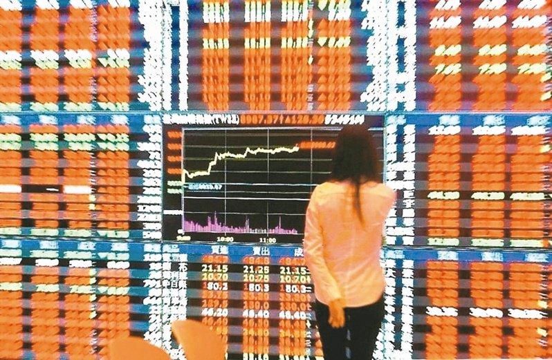 台股今日以上漲64.85點開出,開在12,577.88點,早盤大漲百點,收復5、10均線。 圖/聯合報系資料照片