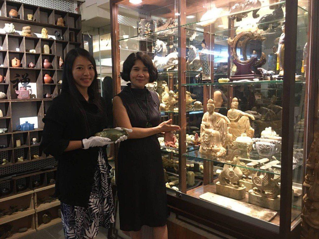 上古為此次拍賣會特成立古文物展示區,由該美術館總監陳虹安作完整的介紹。