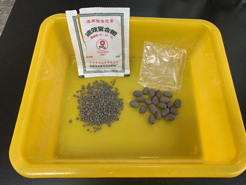 來自中國的可疑種子包裹,圖右為其中的蓮花種子。中央社