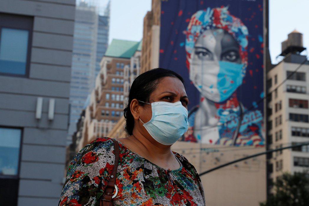 根據路透社分析,美國單週2019冠狀病毒疾病(COVID-19,新冠肺炎)染疫死...