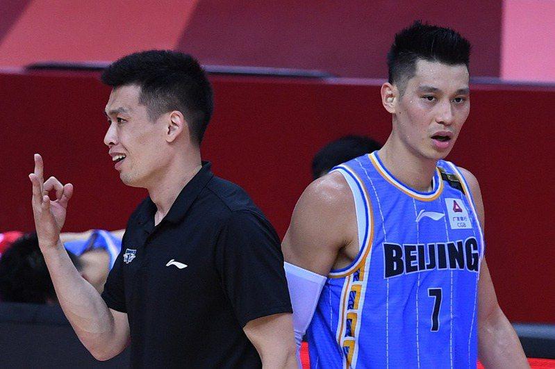 台裔球星林書豪繳出23分、8籃板、10助攻「準大三元」成績單,但在延長賽6犯提前畢業。 新華社