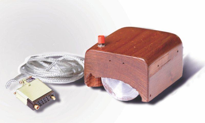 早期滑鼠設計 (圖/擷自維基百科)