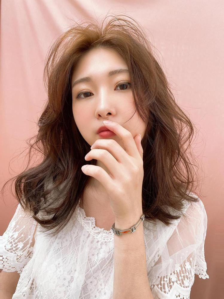 髮型創作/8度美學概念店 / Hannah Lee,圖/StyleMap美配提供