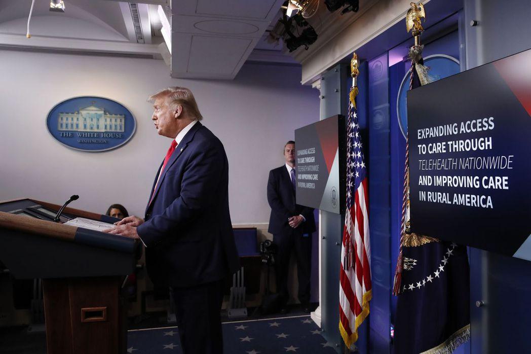 川普在對白宮痛批民主黨人士:「他們對失業者不感興趣,對被驅趕的房客不感興趣。」 ...