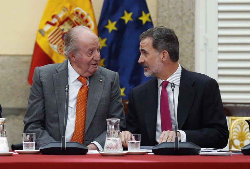 西班牙前國王卡洛斯一世(左)與現任國王菲利浦六世。歐新社