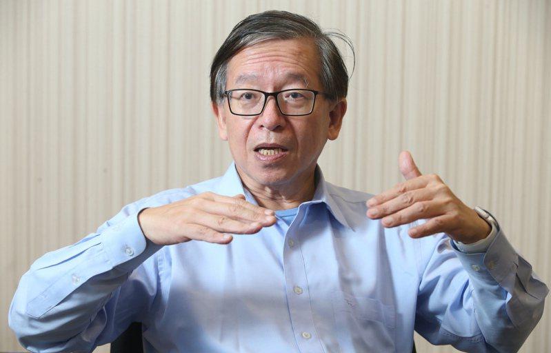 台灣癌症全人關懷基金會董事長、永長欣診所院長的謝瑞坤,是血液腫瘤科醫師,他認為,國內對於生物相似性藥物要有更周全的計畫。(記者徐兆玄/攝影)