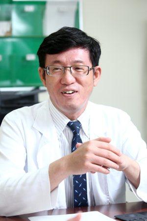台北榮總免疫風濕科主治醫師陳明翰強調,生物相似性藥物上市後需要藥物監測資料,取得...