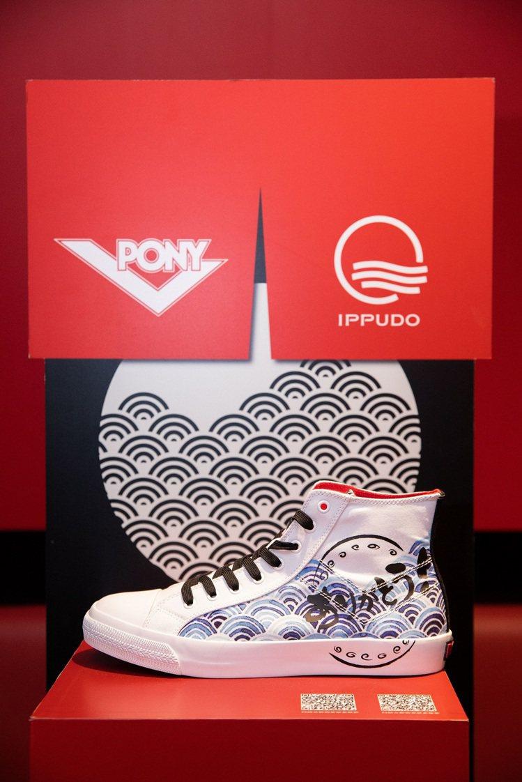 PONY與一風堂聯名SHOOTER帆布鞋1,980元。圖/PONY提供