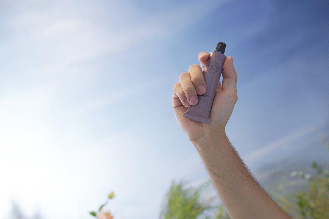 勤洗手仍是防疫不可少的重點工作,精品香氛《NAMUA那木瓦》的品牌全產品今夏再添...