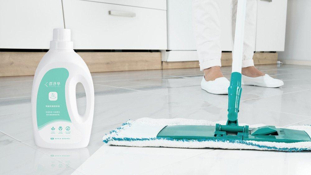 MIT清潔品牌《潔淨學》今夏推出針對消滅蟎蟲的「地板抗蟎清潔液」。 圖/潔淨學提...