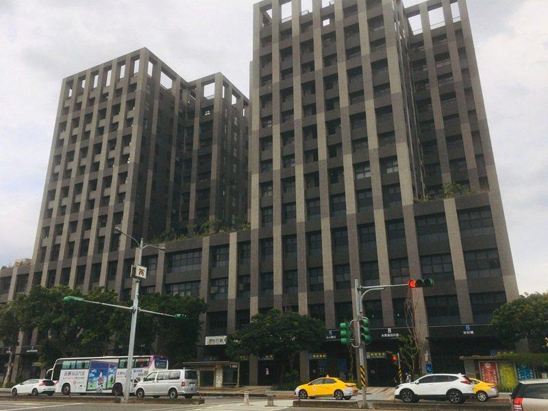 台北市大龍新城國宅住戶反應,公共空間區域及樓梯間不斷出現滲水情況。聯合報系資料照