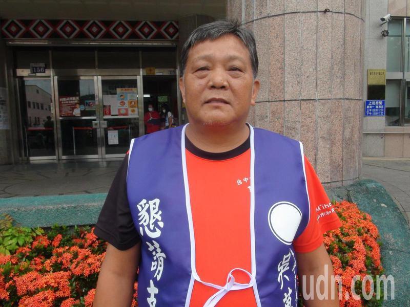 曾任里長的吳萬福抽中2號,他說2號代表勝利。記者余采瀅/攝影
