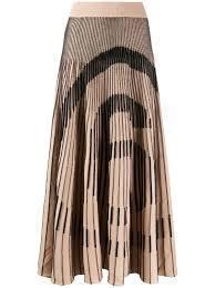 服裝編碼1、簡嫚書同款MM6 6 Logo百褶裙,15,800元。圖/微風精品提...