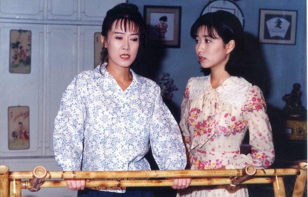 羅霈穎(左)與方文琳合作「吹鼓吹彩霞飛」。圖/台視提供