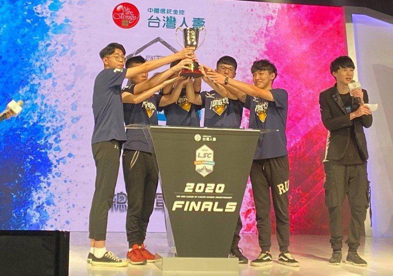 新竹縣東泰高中電競隊參加今年LSC第三屆校園聯賽決賽,奪得高中職組冠軍。圖/東泰高中提供
