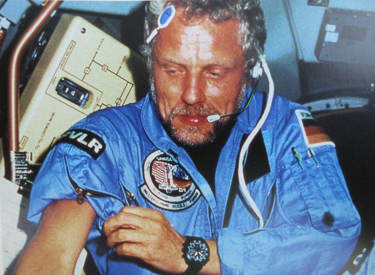 太空人Reinhart Furrer博士曾配戴Sinn的140S自動上鏈機械表、...
