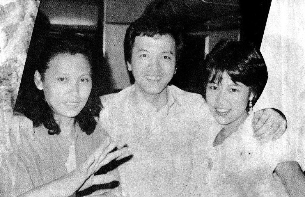 當時仍叫羅璧玲(右)的第一部電視作品「再愛我一次」,她留著短髮和當紅男星秦風(中...