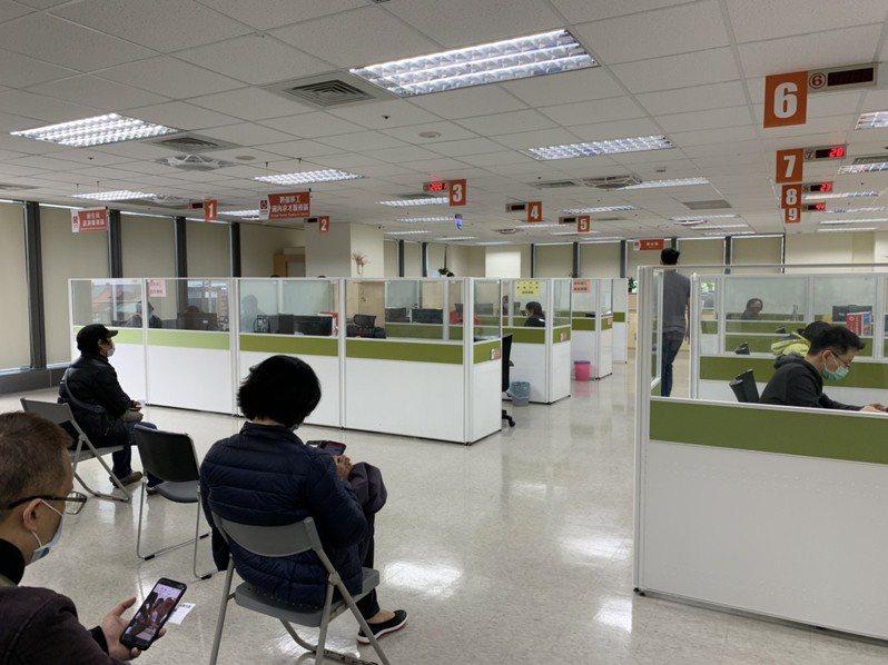 為讓失業勞工家庭子女能安心就學,只要設籍台北市,符合相關資格,即日起至9月30日止,開放失業勞工子女就學補助申請。記者趙宥寧/攝影