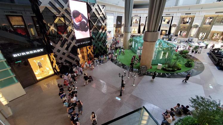 台北101觀景台9月底前推出國人一大兩小上觀景台只要150元,吸引民眾踴躍參加。...