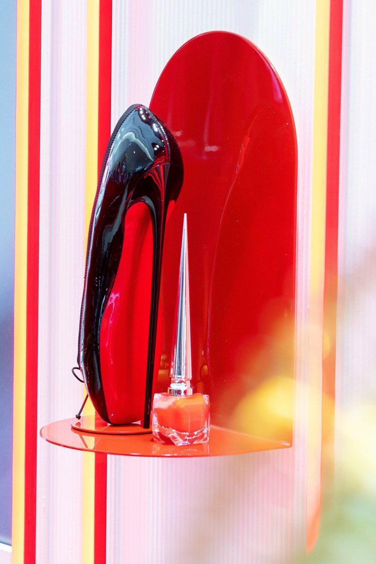 紅底鞋彩妝走頂級路線,極具識別度。圖/讀者提供
