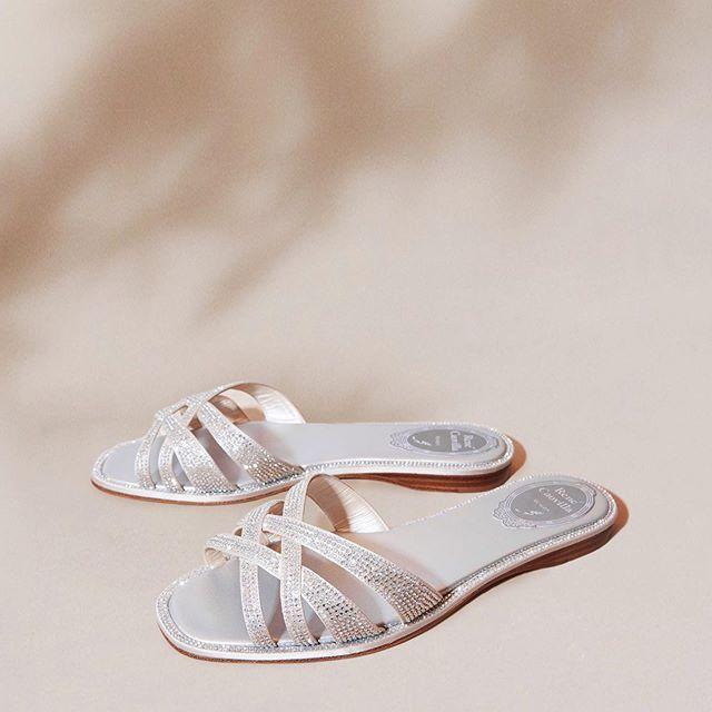 關穎搭襯的RENE CAOVILLA的Diana平底涼鞋,售價45,000元。圖...