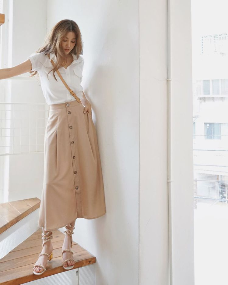 許路兒穿搭美圖連發,都是RENE CAOVILLA的Cleo鞋款。圖/取自IG