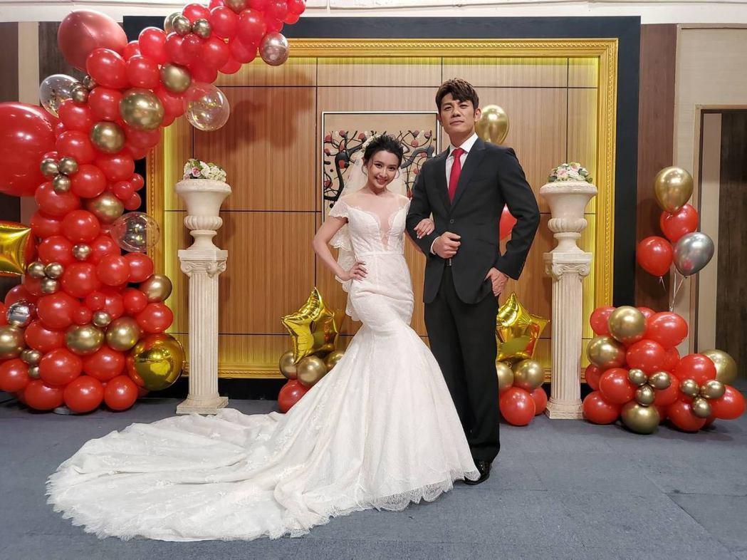 吳婉君(左)與陳志強最後終於結婚成功。圖/凱瑟琳婚紗提供