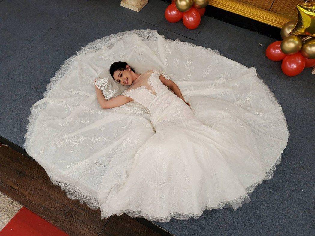 吳婉君拍完結婚戲正式殺青,婚紗十分美麗。圖/凱瑟琳婚紗提供