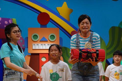 公視台語台「旺來西瓜仙拚仙」第二季將於八月五號開播,主持人Janet、葉欣眉大聊語言學習的「撇步」之餘,不忘跟大家分享自己的經驗,也希望大家能從節目中學到東西!Janet認為:「學語言就是要敢講、多...