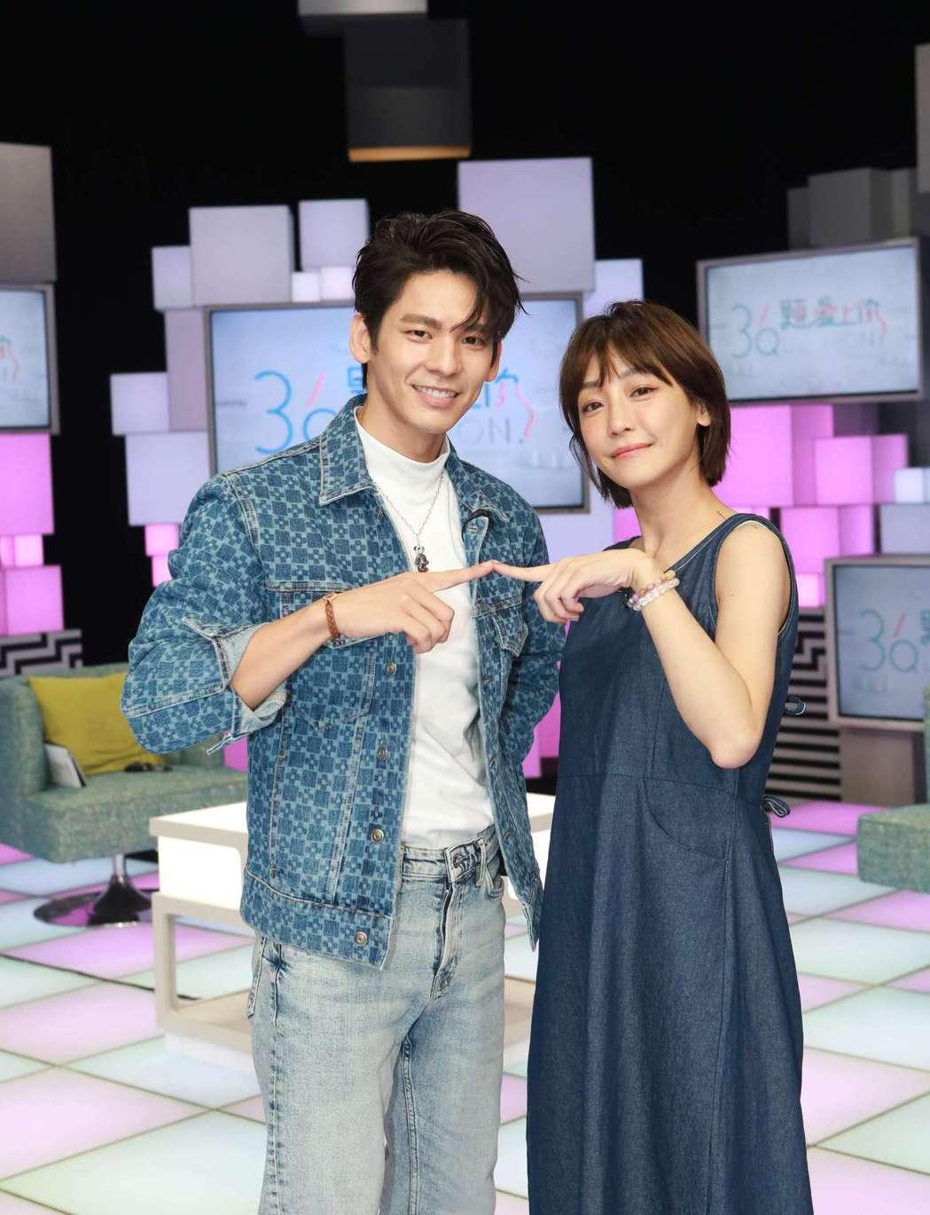 林柏宏(左)、謝欣穎上公視談話節目「36題愛上你」。圖/公視提供
