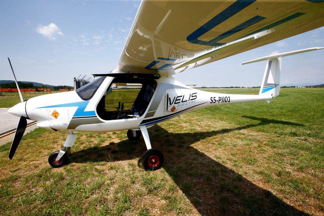 EASA今年3月中旬批准這架小型飛機的電動引擎。路透