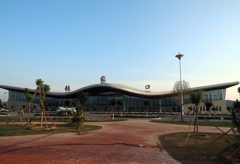 張家口寧遠機場T2航站樓正式啟用,助力北京冬奧會保障。(中新社)