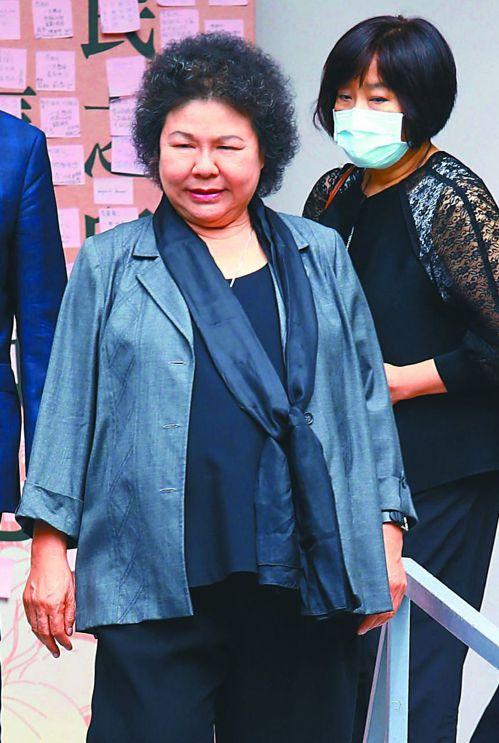監察院長陳菊提醒監委,查案要「不分藍綠、不分黨派、只問事實」。圖為陳菊昨到台北賓館悼念李前總統。 記者杜建重/攝影