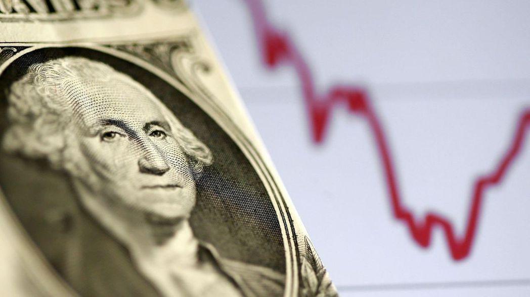 美元周四(6日)小跌,盤中觸及兩年低點,投資者消化喜憂參半的美國請領失業金人數數...