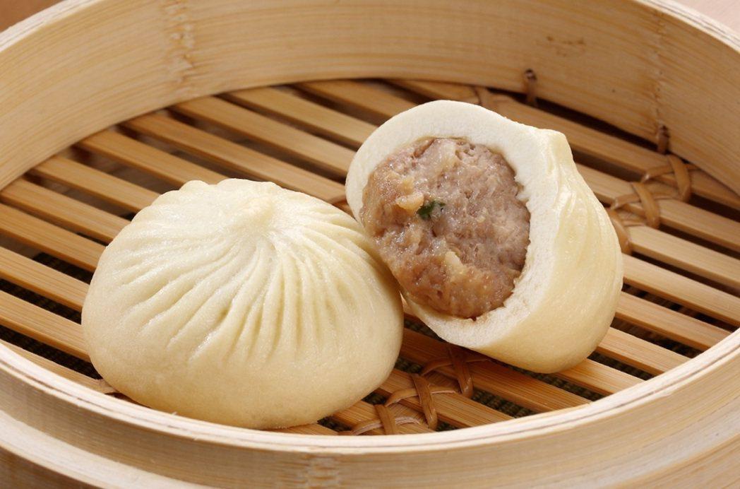 程安琪表示,《鼎泰豐鮮肉大包》採特選豬隻的後腿肉精製而成的肉餡,並由鼎泰豐資深師...
