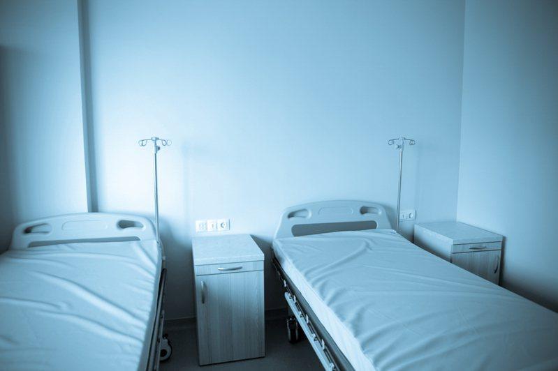 有網友好奇醫療業和殯葬業哪個遇鬼機率比較高。示意圖。圖片來源/ingimage