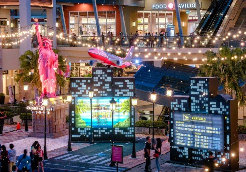 桃園市青埔華泰名品城OUTLET1期打造紐約廣場,讓國人體驗偽出國氛圍。 圖/華...