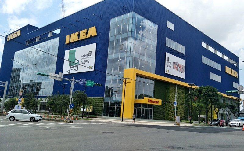 桃園市青埔IKEA桃園店全台最大旗艦店,消費購物吃玩去處。 圖/曾增勳 攝影
