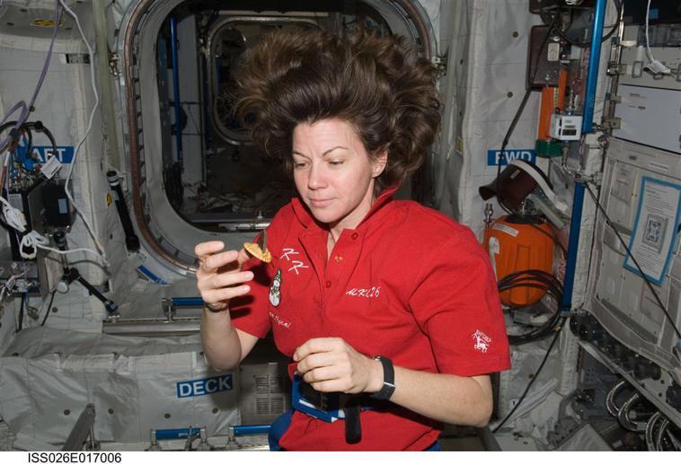 在太空中需要承受多重壓力,食物對於太空人來說有療癒作用。 圖片提供/食力