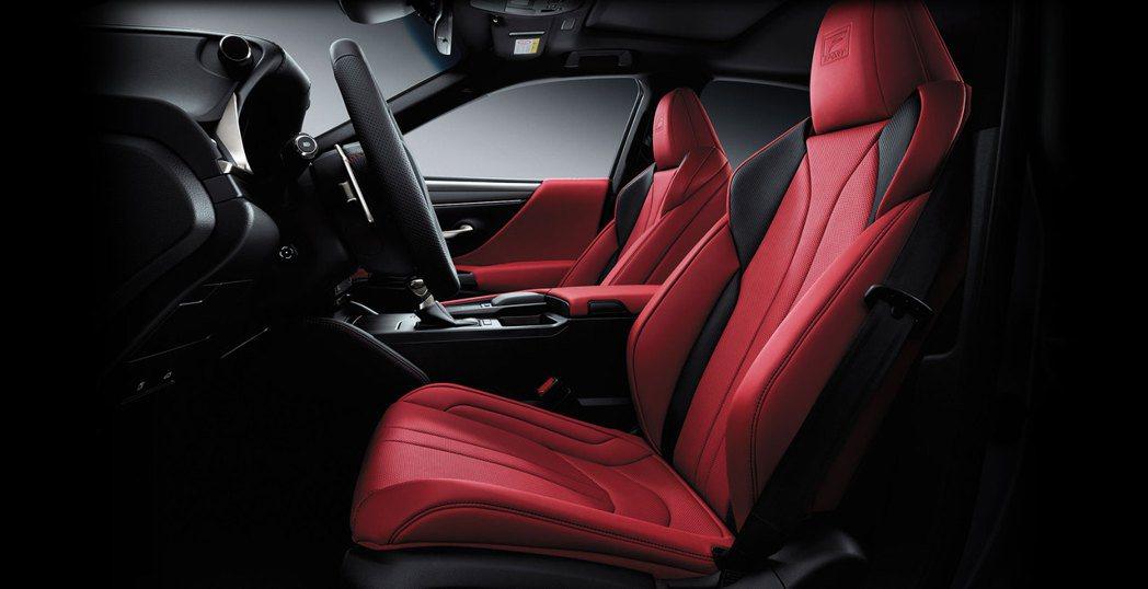 ES 250為了進一步強化車型特色,取消原有頂級版及旗艦版車型,改以運動風格更為...