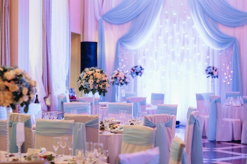 有網友不認識新郎新娘卻想包紅包混進去吃飯,原因竟是因為愛吃台菜加享受氣氛。圖片來源/ingimage