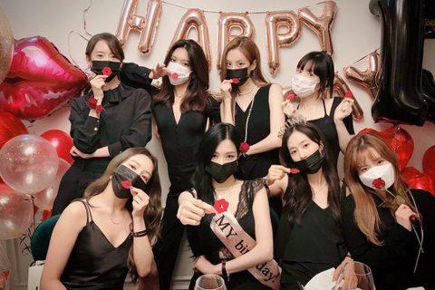 雖然韓國女團備出,但2007出道的少女時代地位至今仍屹立不搖,是許多後備學習的對象。5日是她們出道13週年紀念日,成員們紛紛在IG上曬出合體,感謝粉絲SONE一路來的陪伴。雖然如今成員們分屬不同公司...