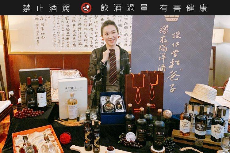 橡木桶總經理袁德珮,針對天頂威士忌提供近8折「孝親價」優待,籠絡老爸的同時,又不...