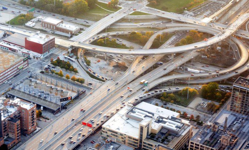 近年屢有民眾陳情反映交通運輸系統於行駛期間噪音擾人問題,環保署修正「噪音管制區劃定作業準則」。示意圖/ingimage