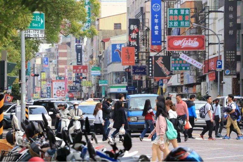 有網友表示,自己日前去了一趟台南,發現只要是網路有提到的美食名店全部客滿,周邊完全找不到停車空位。 聯合報系資料照片